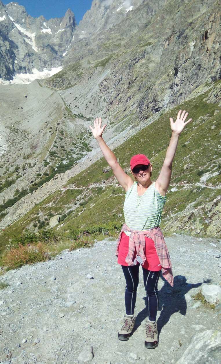ilona tropa par mani uz ledaju blanc francijas alpos hautes-alpes glacier blanc massif des ecrins